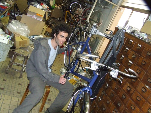 24 Apr 2008<br>Rando Cycles, ParisEn full assembly of the bicycle, called &quot;The Bruiser&quot; and &quot;Pretending&quot; to his friends, the succeeding levels of fatigue ... by Google Translate