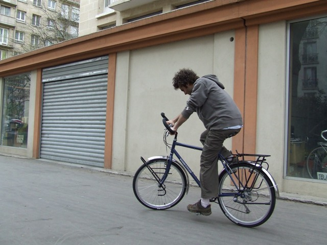 24 Apr 2008<br>Rando Cycles, ParisMontage cycling by Google Translate
