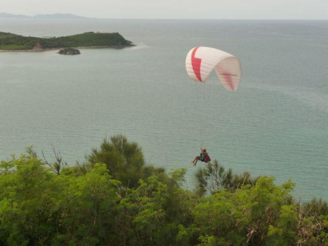 03 Sep 2010<br>Paragliding in the Ouen Toro is a small miracle of soaring urban site in the heart of Noumea, flying over the lagoon. <br> Noumea, New Caledonia by Google Translate
