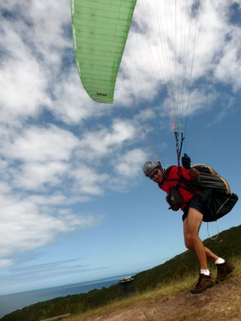 08 Sep 2010<br>Lawrence is president of the club, paragliding school in Noumea. The club welcomes us with open arms and we are ready for a sail Nadège, the time of our stay. <br> Ouen Toro, Noumea, New Caledonia by Google Translate