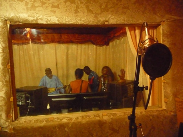 05 Nov 2008<br>Yeumbeul, Dakar. <br> My friend Babs and his group, Mbaymi, rehearsing in their studio Picsound. by Google Translate