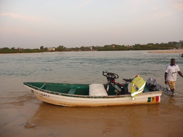 12 Nov 2008<br>Passage of an inlet end: too deep to ford, a smuggler offered me his services. The concept of the bike-boat in all its forms! <br> Somone Lagoon, Ngaparou by Google Translate