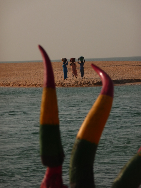 13 Nov 2008<br>In Senegal, women are all born with a basket on her head. That&#39;s how. <br> Rasta Restau, Somone Lagoon, Ngaparou by Google Translate