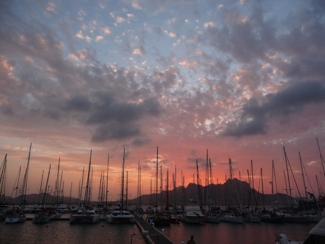 20 Nov 2008<br>The stage of the rally of the islands of the sun we face in this small island in the archipelago of Cape Verde, the island of St. Vincent. The sunsets on the reliefs dreamer leave the traveler of the seas. <br> Marina Mindelo, Sao Vicente, Cape Verde by Google Translate