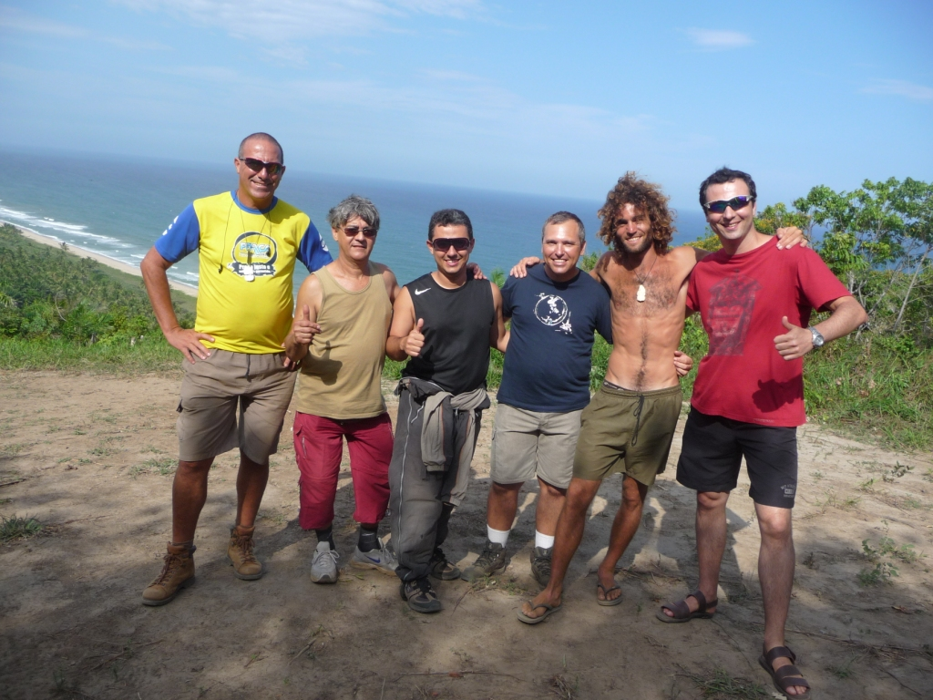 A team of local drivers warmly welcomed me during my three days of camping paragliding take-off above the 5-star N. Sarkozy and pretty. <br> Serra Grande, Bahia, Brazil by Google Translate