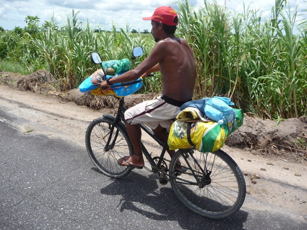 15 Jan 2009<br>My first brazilian cycling! Renaldo am from Belo Horizonte and pedal for 2 months to work towards Prado. No gears, bags in plastic bags and sandals at the foot. Here is one who does not want! <br> Prado, Bahia, Brazil by Google Translate