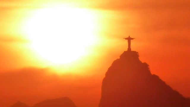 17 Feb 2009<br>A vision of my victory over the miles. Rio is beautiful. The Cristo Redemptor observed at his feet one of the most dangerous cities in the world. Paradox of this symbol of love and peace and violence in the favelas. <br> Rio de Janeiro, Brazil