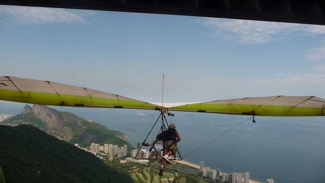 22 Feb 2009<br>Takeoff from Sao Conrado is a stepping stone on the floor for delta wings, and the grassy slope below for paragliders. Busy, be careful that Delta does not fall over when to take off. <br> Sao Conrado, Rio de Janeiro, Brazil