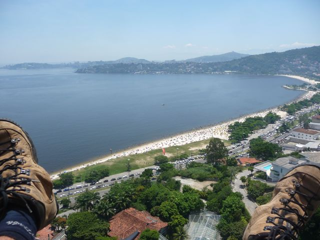 23 Feb 2009<br>Between two parties carnival, a small flight to get some fresh air feels good. Down the beach in Niteroi, where you can swim after landing. There's no simple pleasures! <br> Rio de Janeiro, Brazil