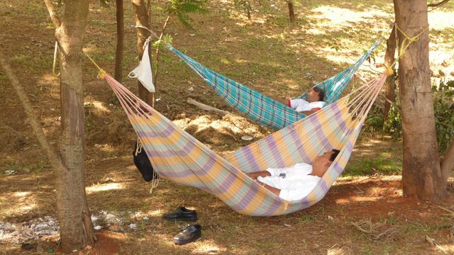 Minute nap in comfortable hammocks on the roadside. People in Paraguay are all included! <br> Minute nap aboard the road. Paraguay people got the point! <br> Minga Guazu, Paraguay