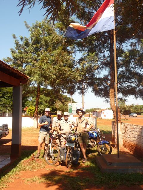 We sleep a night in a police station. Really cool, there&#39;s even Internet! <br> We pass the night at a police station. Very easy going! <br> Santa Rita, Paraguay