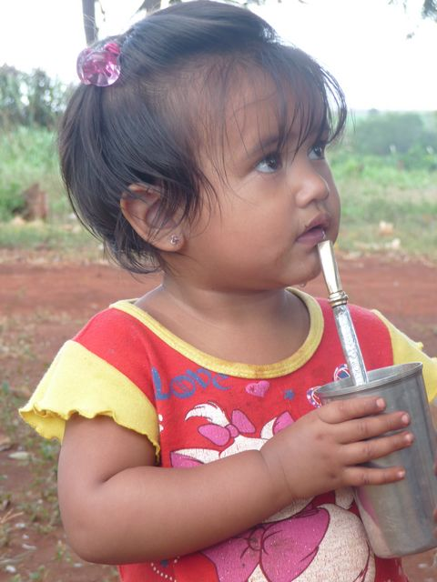 In the corner, the tereré is a custom rooted from an early age. Cold drink herbal (yerba) which is poured into cold water. In the morning, drink mate, which is replaced by cold water hot water. <br> There&#39;s no age to start! <br> Santa Rita, Paraguay