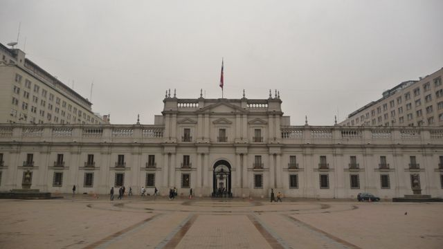 30 May 2009<br>The Palacio de La Moneda (Palais de la Monnaie in Spanish), or simply La Moneda, in Santiago, Chile, is the seat of the Presidency of Chile and is one of the most remarkable buildings ever built by the Spaniards in their colonies in Latin America. <br> more information about http://fr.wikipedia.org/wiki/Palais_de_la_Moneda <br> Palacio de La Moneda, Santiago, Chile