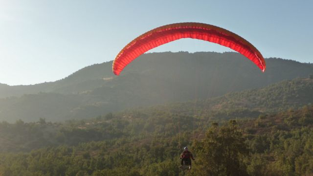 31 May 2009<br>François Chapuis mountain paraglider is a teacher in Santiago. Three qualities which made me want to make a wide detour to Santiago to meet him. <br> Here in flight &quot;wild&quot; near Santiago at the top of the sail ribs with cactus Kailash