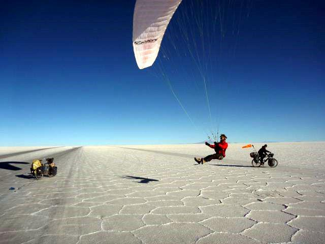 09 Sep 2009<br>micro paragliding on the largest salt lake in monde.Salar de Uyuni, Bolivia
