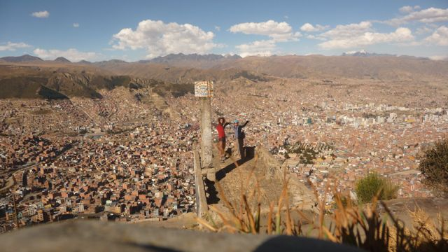 24 Sep 2009<br>Few cities are beautiful in my opinion. Rio de Janeiro and La Paz are the only two worthy of the adjectives in my opinion. Unobstructed view of the city suddenly crawling on the mountain slopes over 35000m left me mouth bée.La Paz, Bolivia