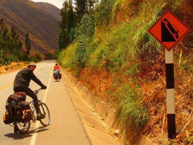 16 Oct 2009<br>Ouhla growing serious here! Seb saw the sign right, I feel it give là.Route southern Cusco, Peru