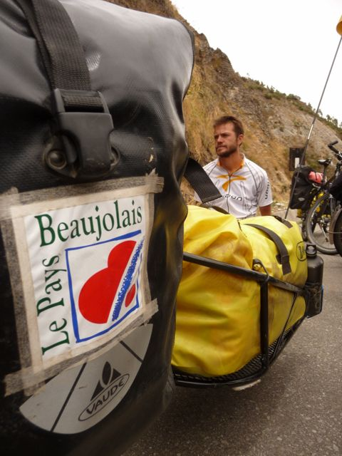 "21 Oct 2009<br>A meeting in full downhill cycling, that is rapidly growing for them to be dubbed in French two more ""twins of Beaujolais."" With us you love this kind of sponsors! Cusco, Peru"