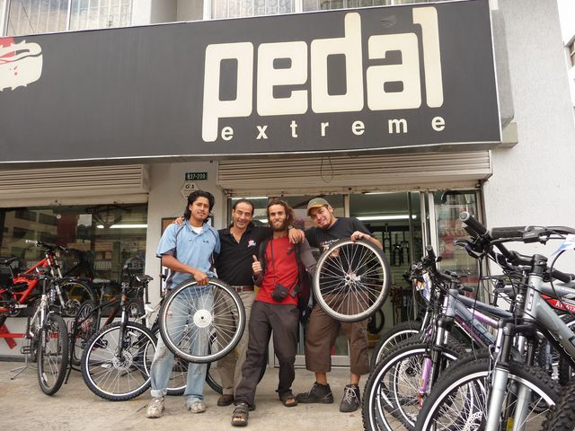 11 Dec 2009<br>Team Pedal Extrem Quito welcomed me with open arms when I galérais seriously with my wheels. Aware of my low budget and willing to help me in my journey, they spent a lot of time on my Bruiser, without asking me anything in return. Quito, Ecuador