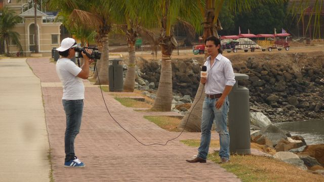 01 Mar 2010<br>The national television station moves to an interview on my non-motorized travel. The opportunity to preach the virtues of travel low footprint écologique.Panama City, Panama