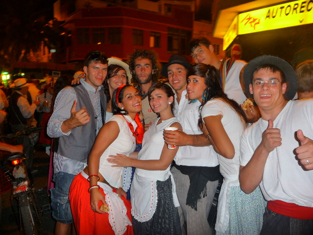 11 Oct 2008<br>Las Palmas, Gran Canaria Islands CanariesFête traditional in the city. A french teacher tells the whole party my project. Of a sudden I become the mascot of the group. It has its good sides ...