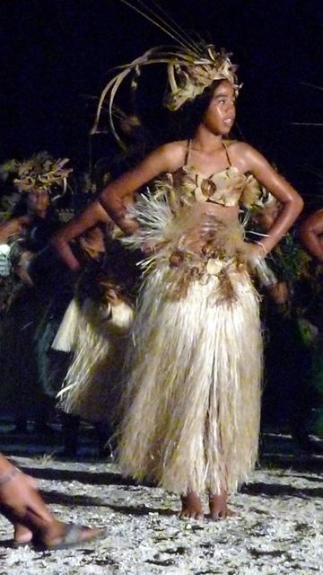 06 Jul 2010<br>Dancer paumutus (Tuamotu inhabitants) of Makemo when Heiva dance traditionnelles.Makemo, Tuamotu Archipelago.