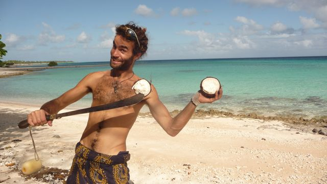19 Jul 2010<br>Cutting a coconut sprouted. We will make bread in the coconut icing langue.Makemo, Tuamotu Archipelago.