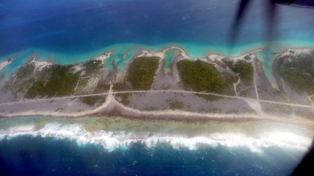 29 Jul 2010<br>Tuamotu atoll seen from above. <br> Air Tahiti flight from Makemo in Tahiti, French Polynesia, South Pacific
